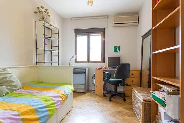 Habitación individual luminosa en Madrid