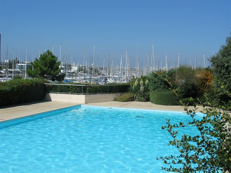 Bel appartement 4 pers bord de mer flats for rent in la for Garage du port la rochelle
