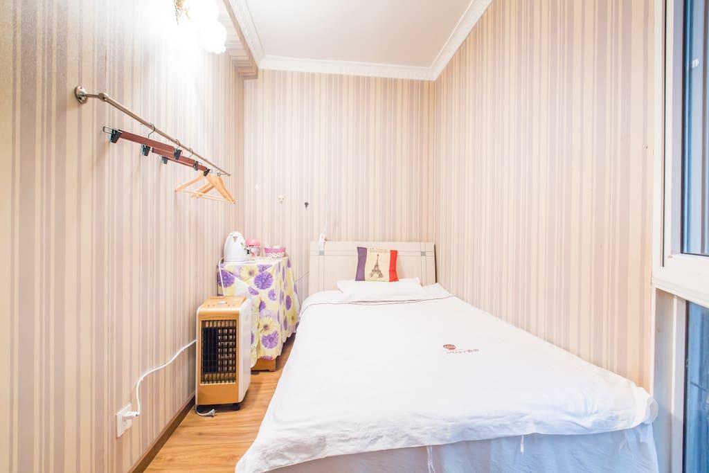 温馨的小房间,让你睡的舒舒服服,踏踏实实