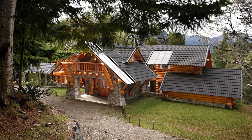 AMAZING 4 BEDROOM CHALET IN VILLA TRAFUL (VT1) - Villa Traful
