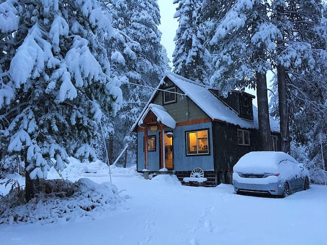 La Cumbre Cabin- Cozy Donner Summit Cabin