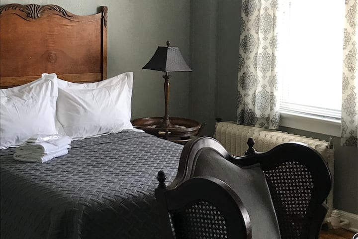 Serenity Suite, The Story Street Inn