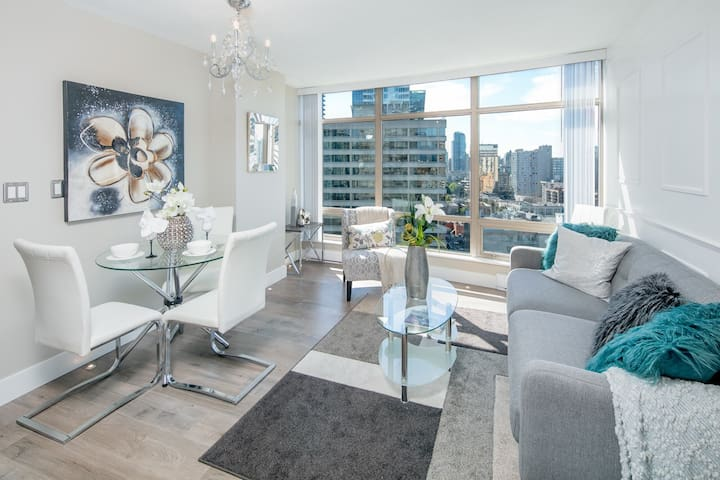 Luxury Coal Harbour Home in the Heart of Downtown!