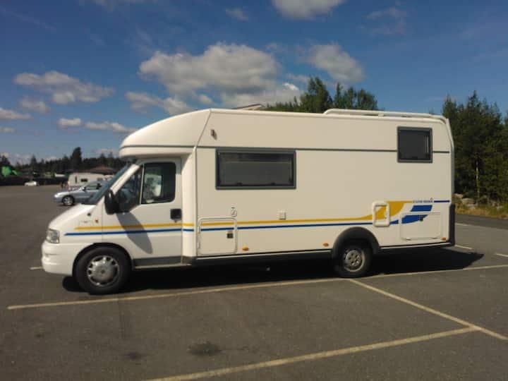 Asuntoauto,  talvikäyttöinen/winter use caravan