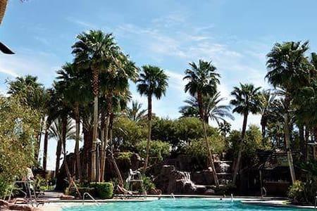 1BR Vegas Villa @ TAHITI VILLAGE - ラスベガス