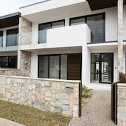 Secluded Luxury At Lake Macquarie (T5)