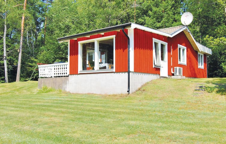 Holiday cottage with 2 bedrooms on 65m² in Annerstad