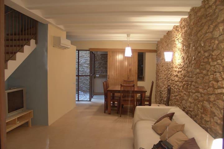 Casa de piedra rehabilitada - Vilabella - Hus