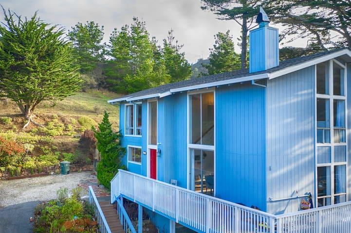 Top of Hill Property-Ocean View/Hot tub/13 min SFO