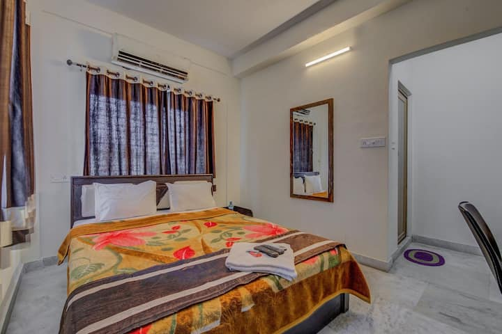 Standard AC Room for Guests & Couples, Ballygunge