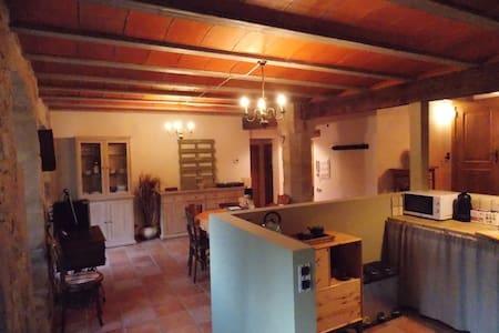 Apartament  2 hab.  amb bany privat  Cal Mas vell