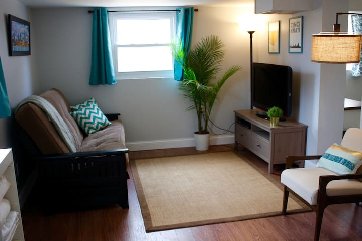 Private studio apartment in central Cincinnati