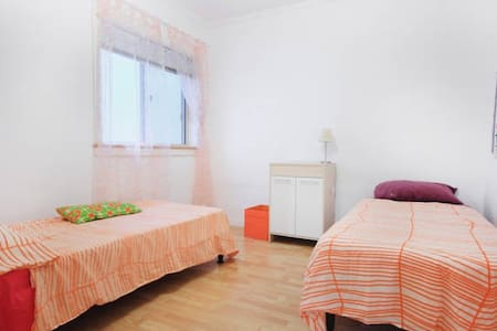Private room in quiet street close to centre. - Is-Swieqi - Wohnung