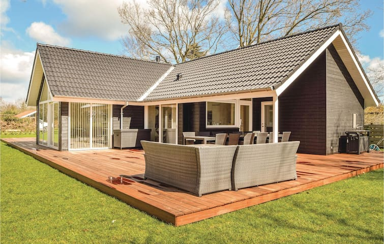 Holiday cottage with 4 bedrooms on 118m² in Odder