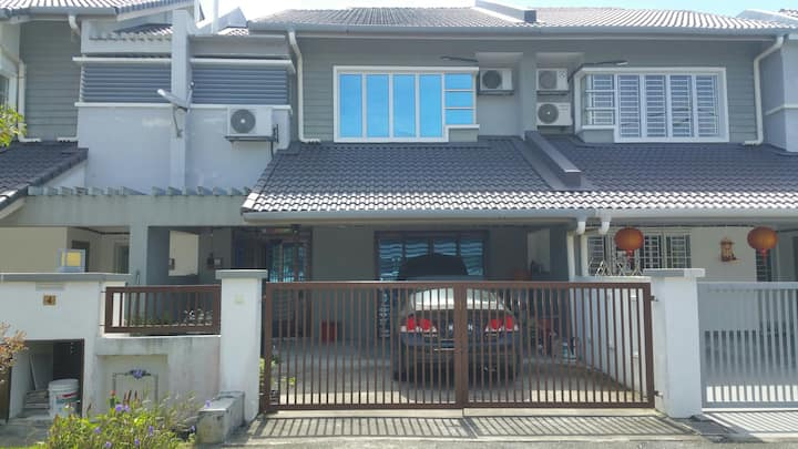 Homestay 2 storey terrace with 4 bedrooms 3 toilet