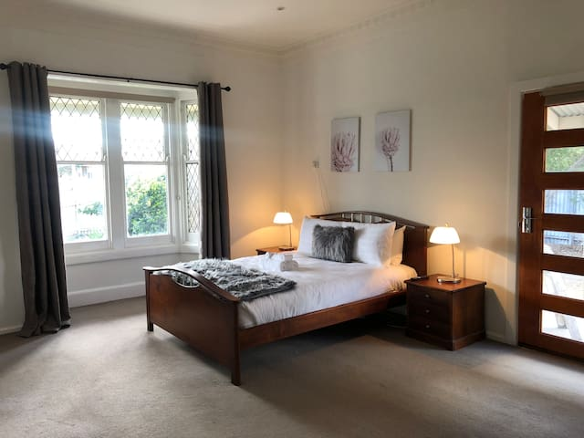 Central Horsham Home with Spa