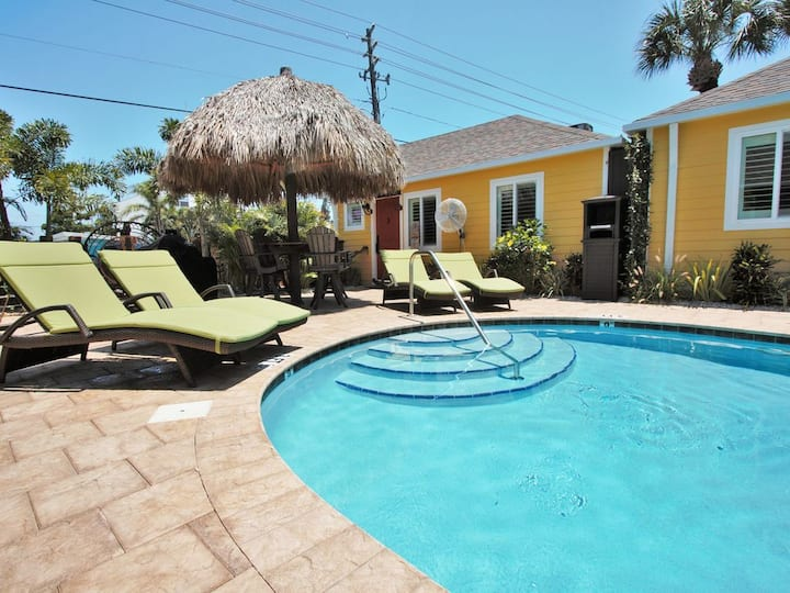 6West Beach Cottage #1 - beautiful shared pool, walk to the beach! Amazing location!