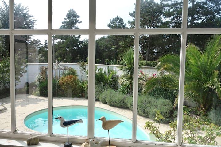 charm, beach(300m), pool, Normandy!