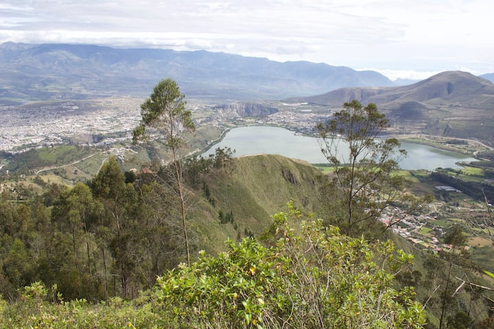 Cottage with fabulous view onto lake Yahuarcocha