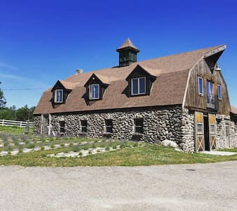 Farm stay in a Historic Ski Lodge turned Barn