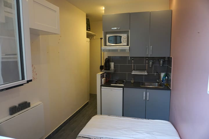 Studio apartment, near the Arc de Triomphe
