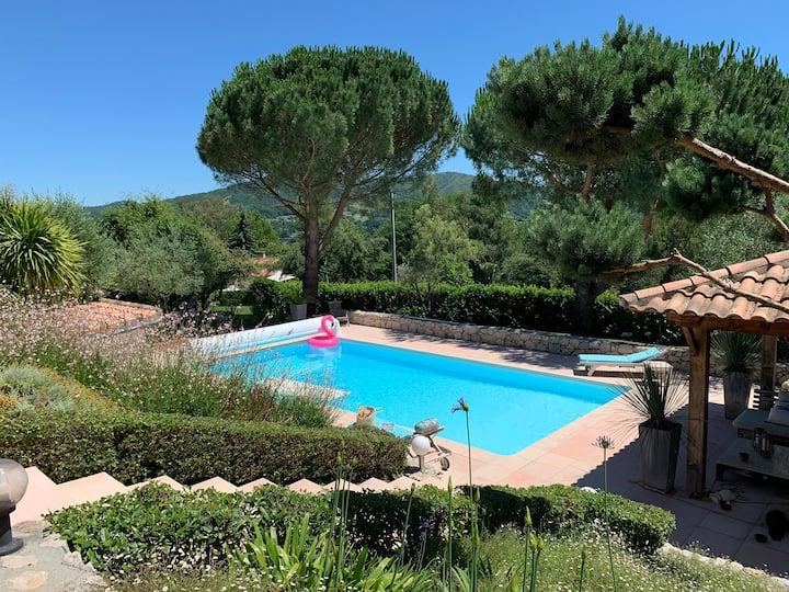 Villa avec piscine et jacuzzi vue sur les Pyrénées