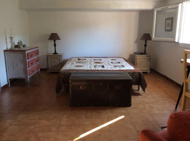 Chambre spacieuse au calme - Marignane - Rumah