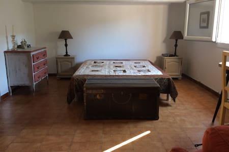 Chambre spacieuse au calme - Marignane