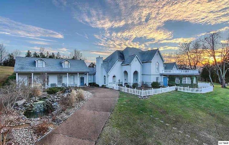 Bella Villa- Country Cottage Suite