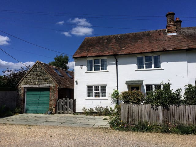 Lavender Row Cottage, near Midhurst