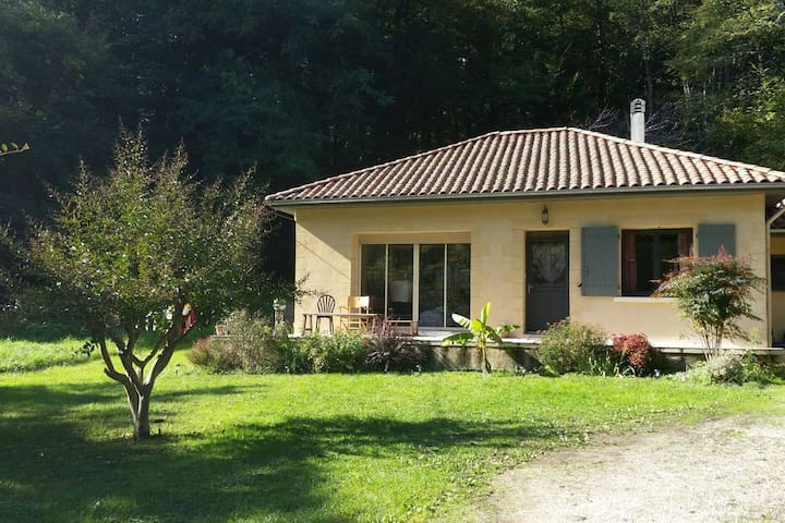 Maison avec jardin au calme. Very quiet House - - Mouleydier - Casa