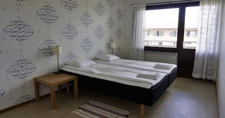 Rymlig lägenhet med plats för många.