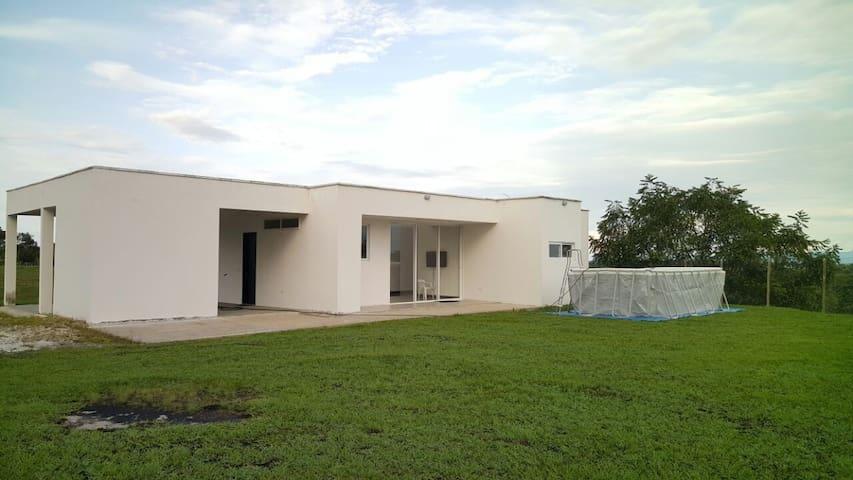 Moderna Casa campestre-Cerca a la Hacienda Napoles - Doradal