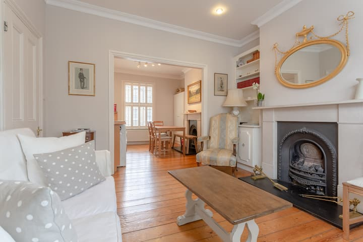 Charming Two Bedroom Home in West London