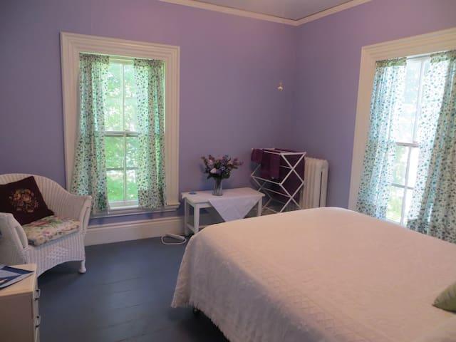 Guest rooms in Frothingham House, Belfast, ME. - Belfast - Hus