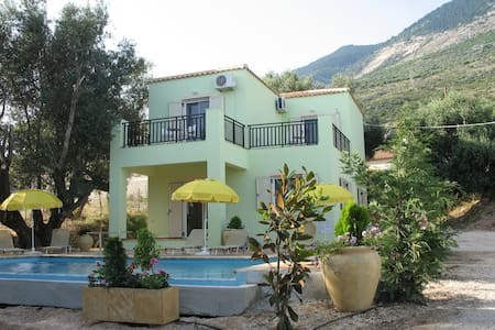 Villa Asterias, sea views, walk to Lourdas beach - Lourdata
