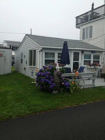 1Bed, 1Bath Cottage in Breakwater Village