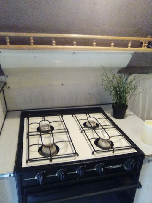 Amazing 4 burner propane stove and oven! Works so good!