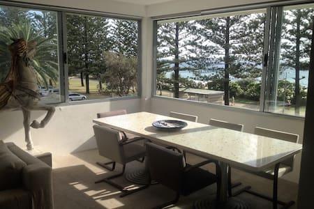 Burleigh  Beachfront Designer Pad - 伯利岬(Burleigh Heads)