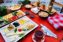 -Turkish Breackfast Mamati prepares an exceptional Turkish breakfast with local products and ingredients (with tomatoes and fresh eggs from the farmer