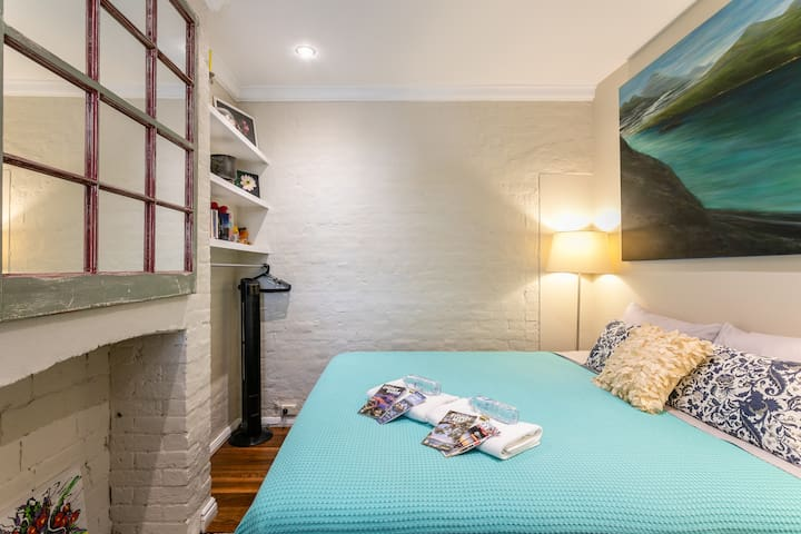 Sydney Central, King bed in house, walk everywhere