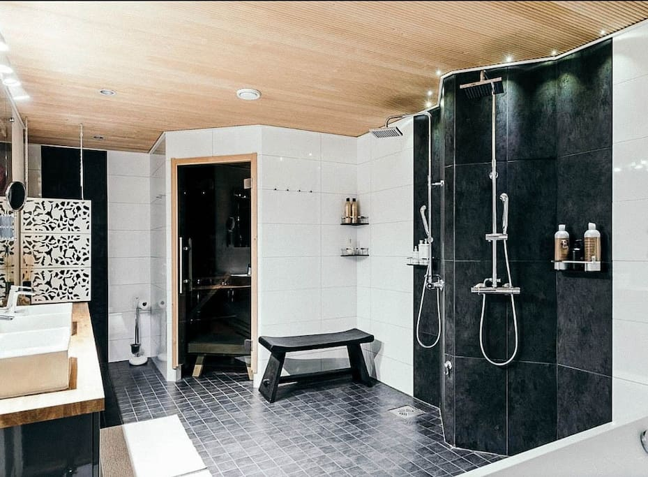 Big bathroom with bathtub, 2 showers, toilet and sauna room
