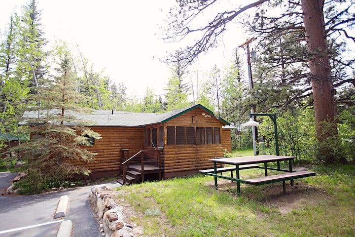 Hummingbird Cabin with Big Thompson Access