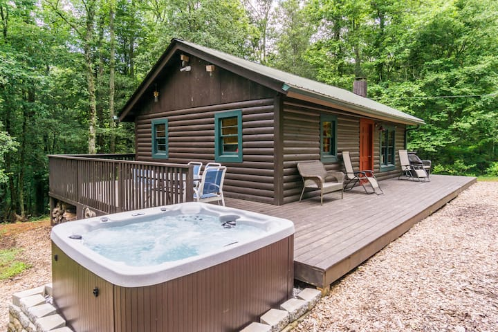 The Big Little Cabin with Hot Tub!