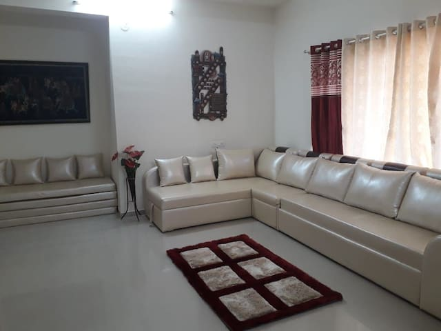Pari Nest, Hill View Apartment