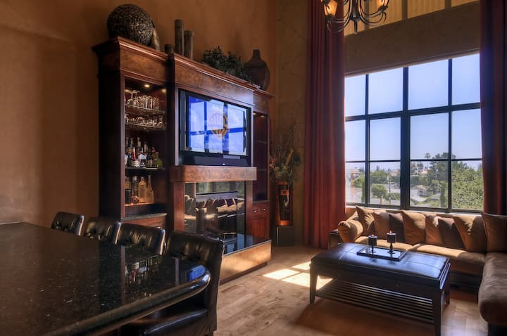 5 Star Loft in Santana Row!