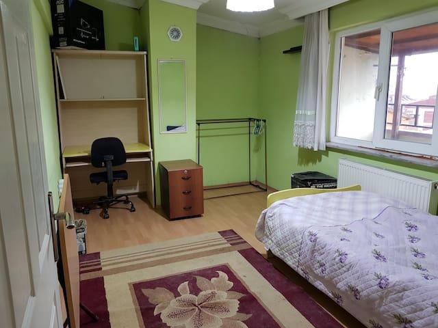 Single Room in a Cozy Loft in Nilufer