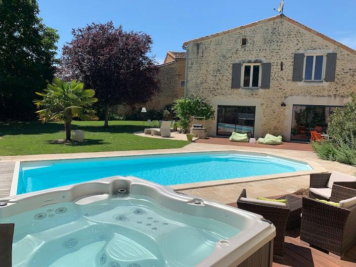 Villa 240 m2 piscine et spa à 15 mn Futuroroscope