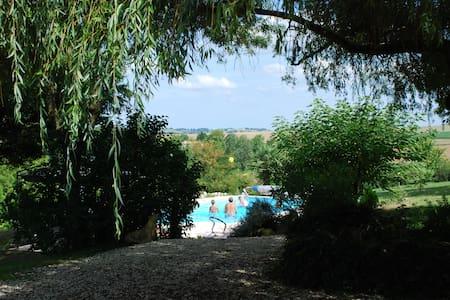 Jolie maison dans un parc de 9000 m2 avec piscine - Lectoure - Rumah