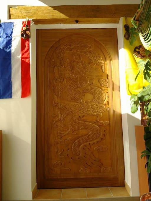 Thai slide door
